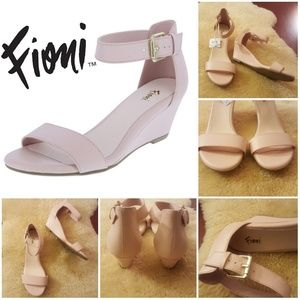 N.W.T. Fioni Wedge Sandals
